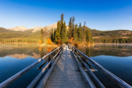 best-photography-locations-in-jasper-national-park-pyramid-lake-island